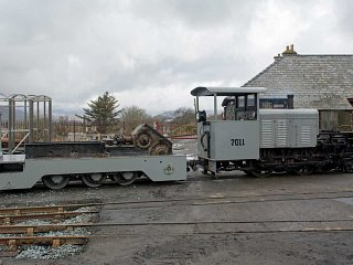 WW1 Baldwin Moelwyn shunting the chassis of 1928 Kerr Stuart 4415